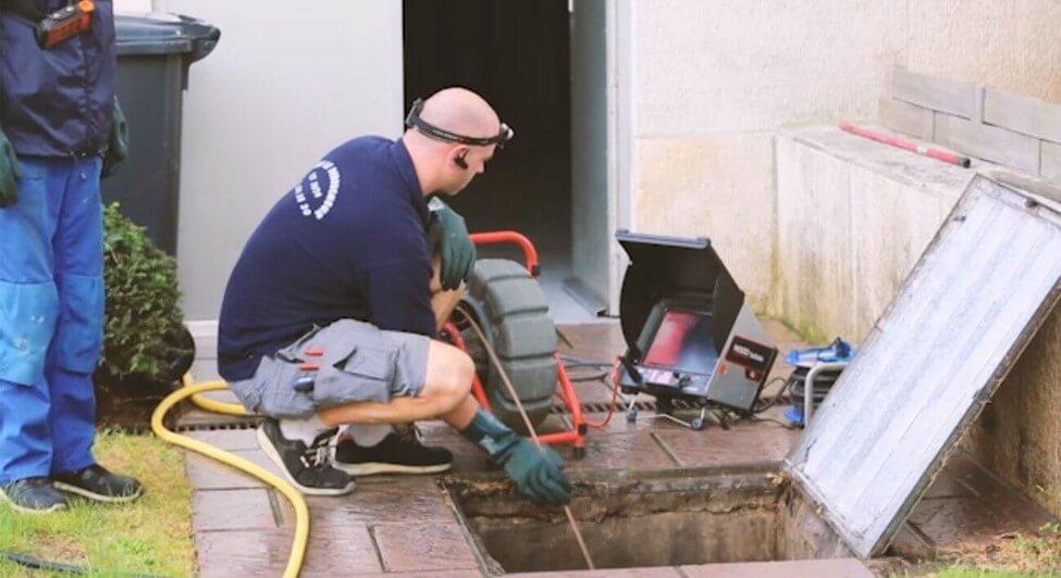 Comment déboucher une canalisation d'eau de pluie ?