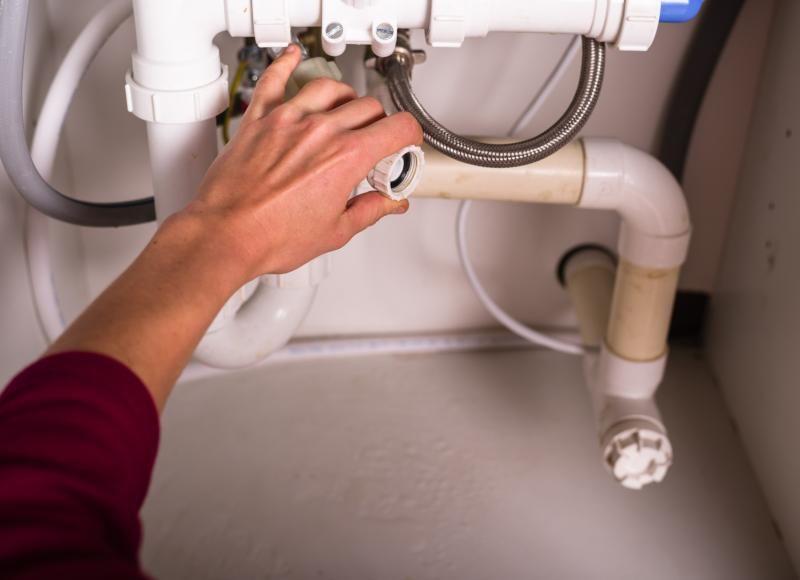 Le robinet lave-vaisselle est usé, que faire ?